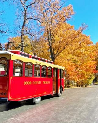 Next time I visit Door County I will definitely be taking one of the many different trolley rides they offer. They even have one that visits wineries! 🍷 Yes please!🙋🏼‍♀️