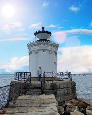 Do you like lighthouses?? . . . . .  #livingaudaciously #travelobsessed #travelpassion #travelpicoftheday #travelpicsdaily #traveltagged #traveltheglobe #traveltheworldwithme #traveltribe #usatrip #visittheusa #visitusa #wanderwoman #welivetotravel #wetravelgirls #womentravel #worldexplorer #youmustsee #travelphotography #travelleaders #travelleadersnetwork #traveladvisor #portlandmaine #buglight #mainelighthouse #lighthousesofinstagram